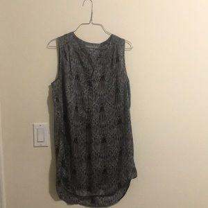 Black w/white pattern sleeveless tunic blouse